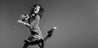 Lindsey Stirling dancing with her violin