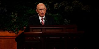 Dallin H. Oaks speaks from the pulpit