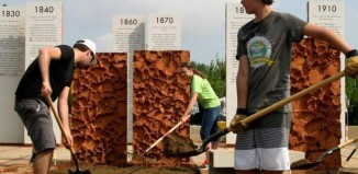 Mormon youth join with veterans to spruce up memorial