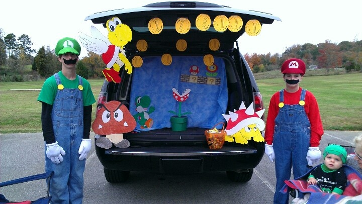 Mormon family and their Mario Brothers themed Trunk or Treat