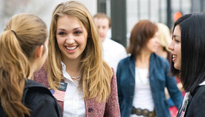 sister missionaries talking to a woman