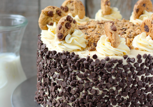 ケーキでアロン神権の回復を祝う