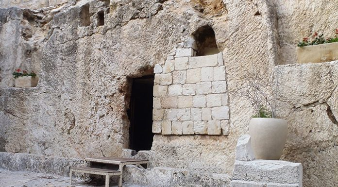 the tomb: we grow closer to christ through his resurrection