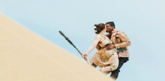 """Star Wars Couple"" Kissing"