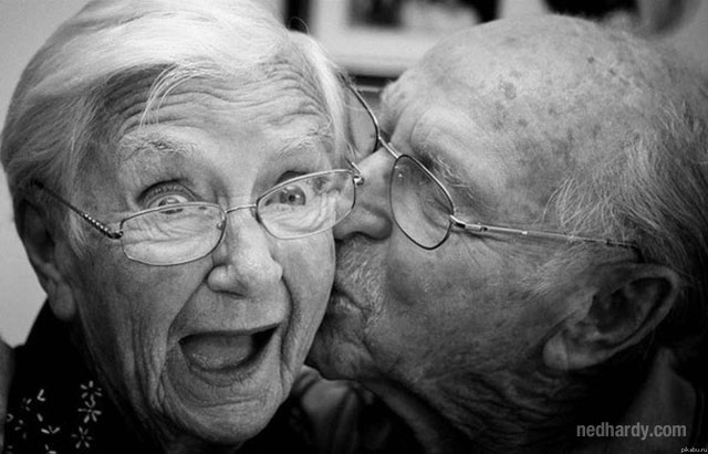 cute old couple kissing