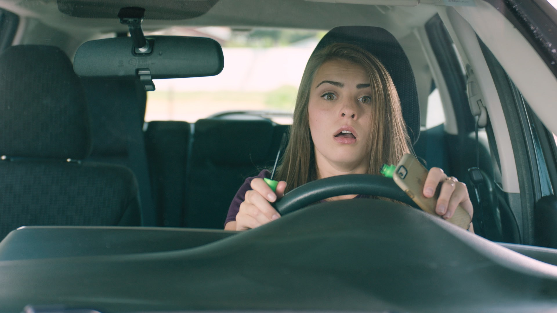 putting on makeup distracted driving