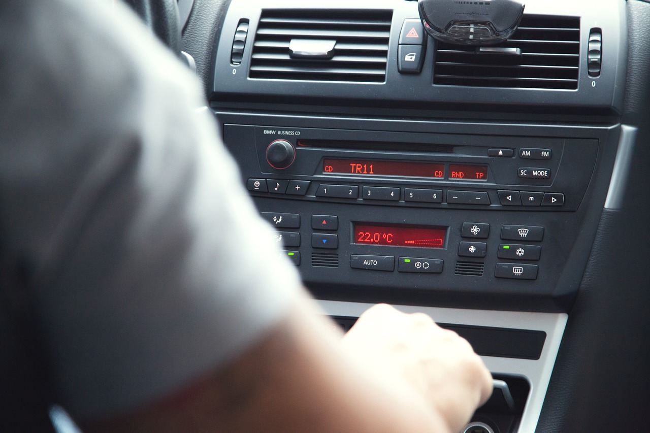 adjusting radio distracted driving