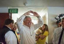 President Uchtdorf spreads hope after hurricane Harvey