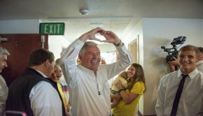 President Uchtdorf spreads hope after hurricane Harvey