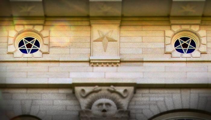 Stars on the Nauvoo temple