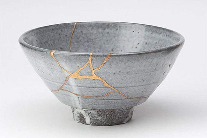 Kintsugi Art, broken pieces with gold inlay