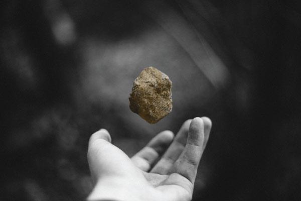 hand tossing rock