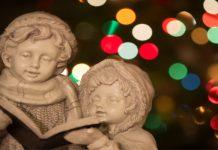 statue of Christmas carolers