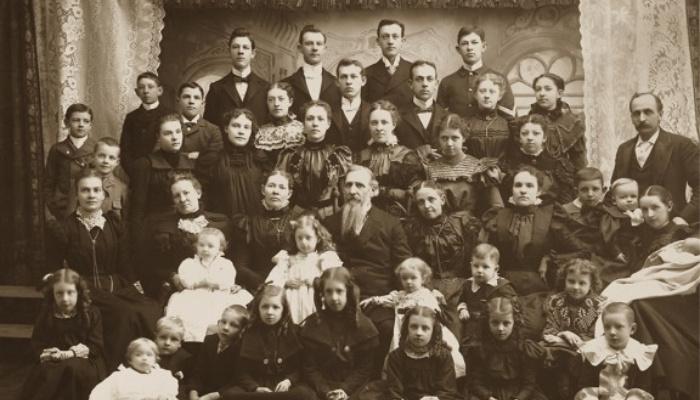 Polygamy / photo of family.