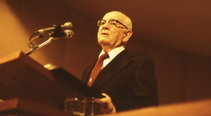 President Kimball at pulpit.