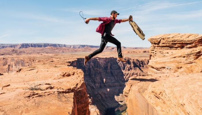 Man jumping between two rocks.