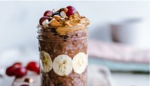 overnight oats with chocolate and fruit