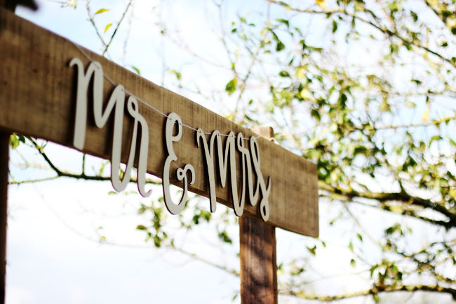 mr and mrs sign on wedding day