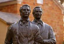 joseph and hyrum smith at carthage jail statue