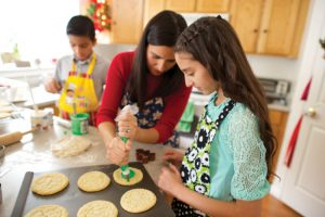 family frosting cookies for christmas and #LightTheWorld